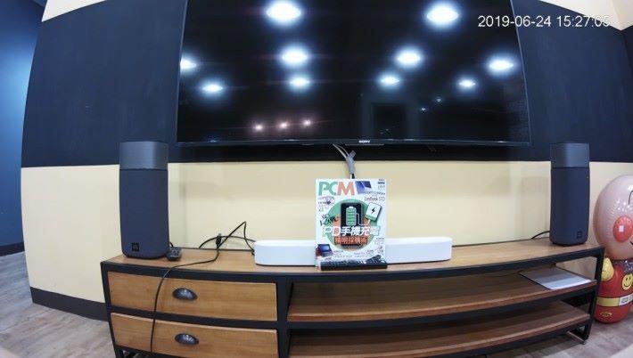 在 1.5 米距離拍攝本刊雜誌,可看到「長久戰 - PD 充電」大題目。
