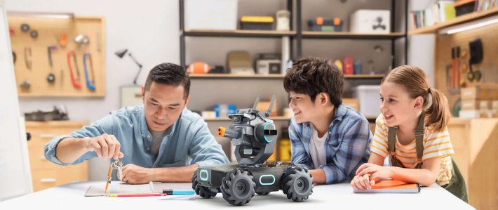S1 不單止是遙控玩具,也要大家花時間裝嵌。親子一起製作可以培養感情。