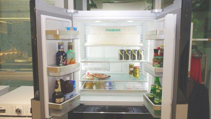 特大的 359 L 容量,方便存放更多食材,甚至連大蛋糕也放得下。