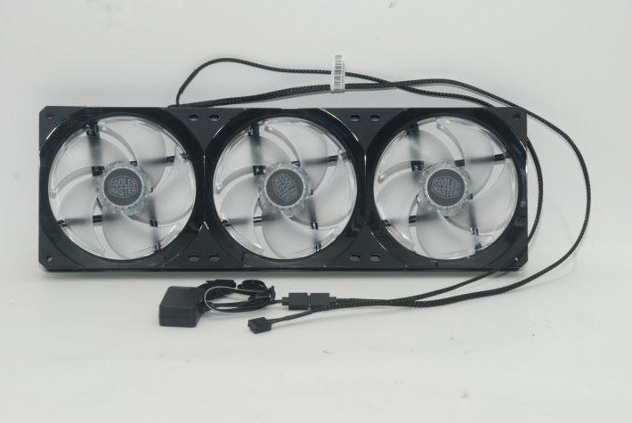 Cooler Master Masterfan SF360R ARGB 的線材並不多