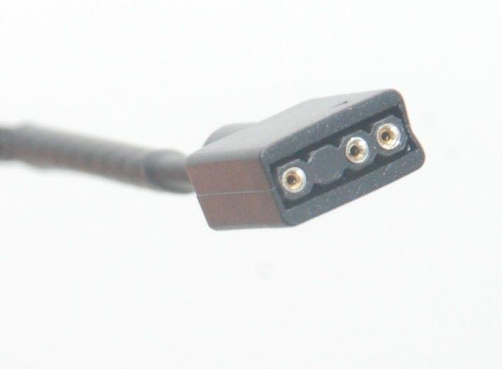 採用 5V 3pin ARGB 接口,請不要誤插到 12V 4pin RGB 接口上。