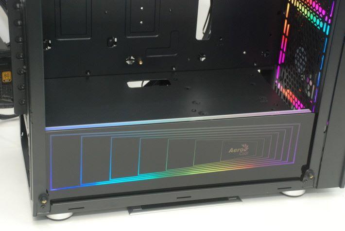 火牛 chamber 的位置加上Addressable RGB 面板