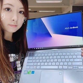 很喜歡 ASUS ZenBook S13 的藍銀色~