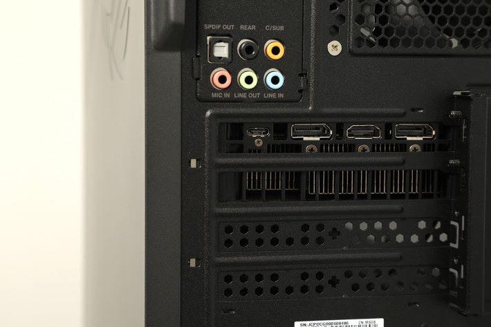 顯示輸出有 2×DP、HDMI 及 Type-C。
