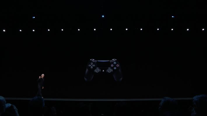 全新 tvOS 可以支援到 Xbox One S 或 PS4 DualShock 手掣。