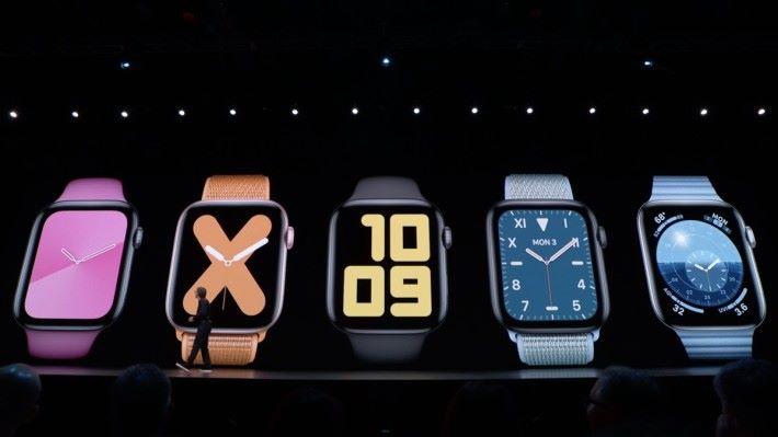 watchOS 6 推出多款新錶面,其中最右邊一款可以顯示日出日落時間。