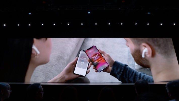 大家都是用 iPhone 和 AirPods 的話就可以分享歌曲