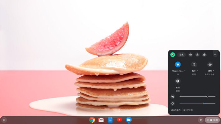 Chrome OS 介面非常簡潔,右下角顯示 Wi-Fi 及輸入法等設定。