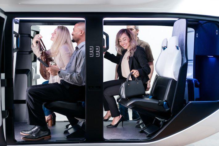 設計可以配合不同機種使用,讓乘客有更住的乘坐體驗。