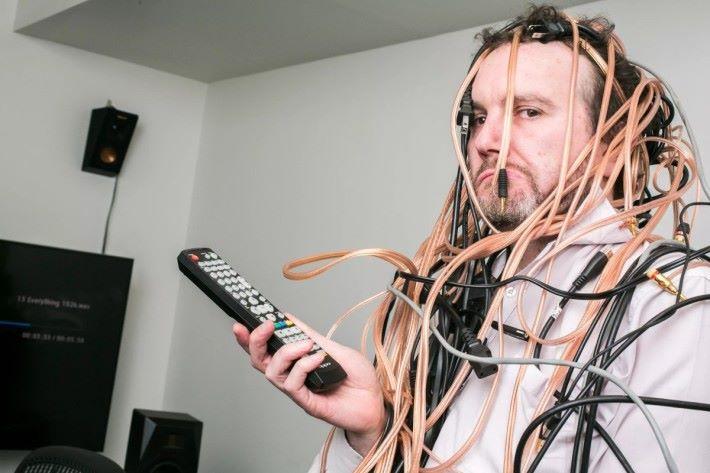 有線電視及互聯網絡的線纜安裝和清拆,對於用戶和供應商也是件苦事。