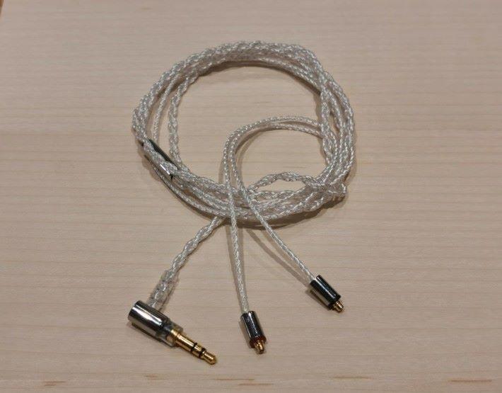B1 及 B3 都附有 1.2m 的 MMCX 鍍銀無氧銅線。
