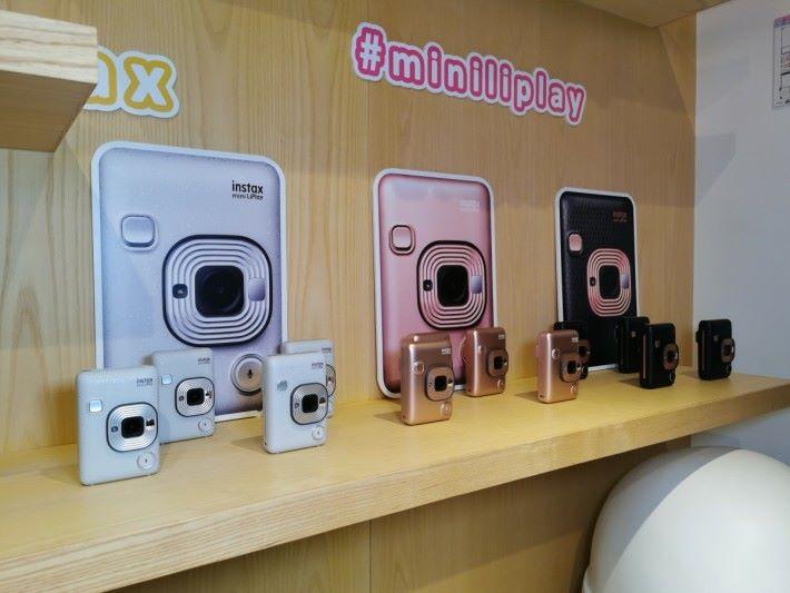 mini LiPlay 有黑、白、玫瑰金三種顏色選擇。