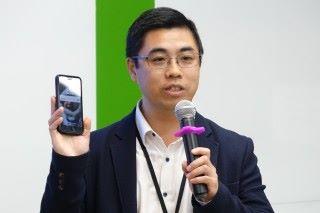 陳頌培指出,柔性透明導電膜應用潛力高,不單汽車 HUD,更可成為 5G 網絡的基站天線。