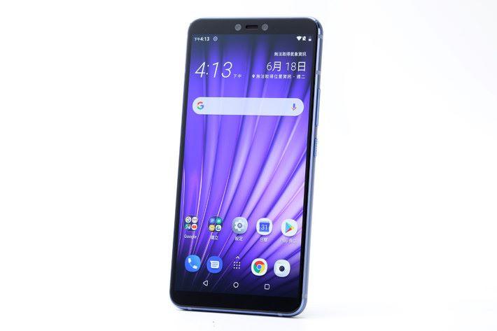 HTC U19e 配備 6 吋 FHD+ 解像度 OLED 屏幕,採用 Snapdragon 710 八核心處理器、6GB RAM 及 128GB ROM,內置 3,930mAh 電池及 BoomSound 立體聲雙喇叭,亦是一款真三卡智能手機。