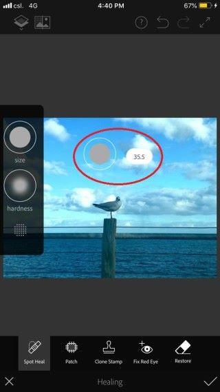 點選點部修復後可以利用屏幕左方的彈出式工具列(見左圖紅框)調整筆刷大小及硬度。只需把手指按在彈出式工具列中筆刷大小或硬度圖示上,屏幕上便會出現一個表示畫筆大小或硬度的小圓圈標示(見右圖紅圈),向上拖拽能增加筆刷的大小或硬度,反之亦然。