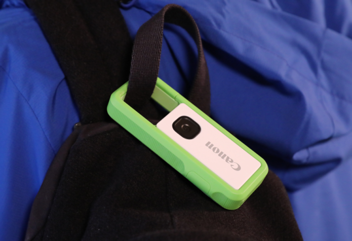 輕便兼可扣在腰帶或背包手袋上是 Canon IVY REC 的特點