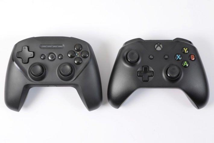 尺寸比照Xbox One原廠手掣,握感一流。
