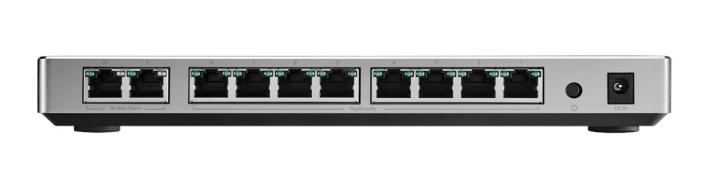 不過很多入門 10G Switch 只有兩個 10G 埠,以 ASUS XG-U2008 為例,最左兩個為 10G BASE-T,一個駁 Router 一個駁電腦 / NAS,就沒有多餘的 10G 了。因此 RT-AX89X 提供兩個 10G 是非常重要,始終家用 Switch 的 10G 埠數量很少。