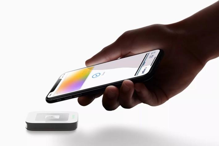 Apple 卡交易時沒有特定信用卡號碼和 CVV 安全碼,據說比一般信用卡安全又方便,而且也著重私隱。