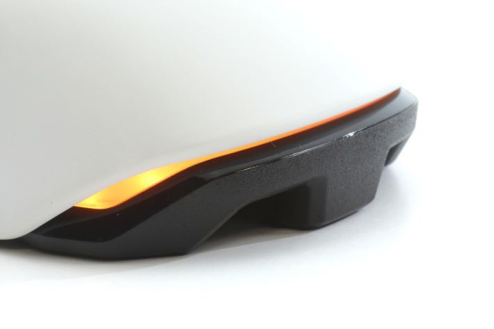 使用 AIMO 智能照明系統可提供1680色彩選擇。