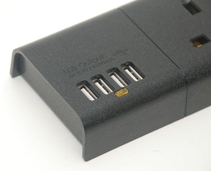 支援 4 組 5V USB 輸出,總 4800mA 輸出。