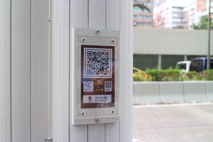 燈柱設有RFID和二維條碼,作定位服務。