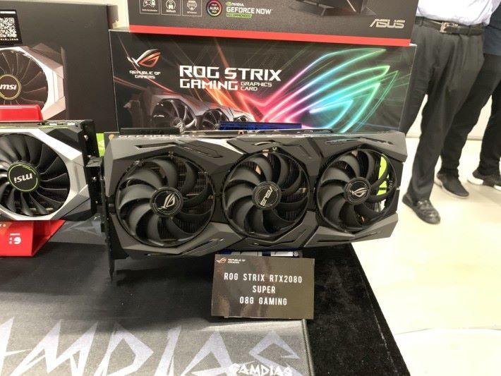 活動中展示昨晚開售的 ASUS ROG STRIX RTX 2080 SUPER O8G Gaming