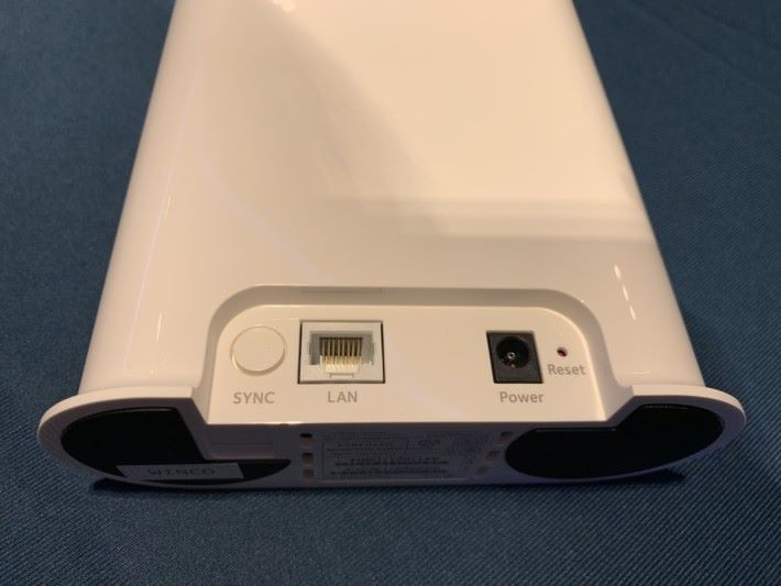 SmartHub 具備一個 LAN 埠,用以連接 Router。