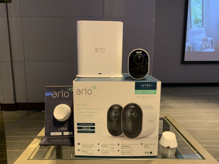 $6,188 包含 2 支 Arlo Ultra、2 個磁吸底座、SmartHub 及 1 年的 Arlo Smart Premier 服務。