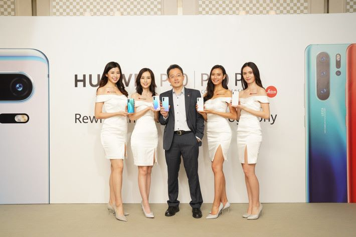 P30 系列於上市發布後,85 日發貨就已經突破了 1,000 萬部,對比上一代 P20 系列提前了 62 日,為 Huawei 創下了旗艦智能手機出貨量突破千萬部的最快記錄。