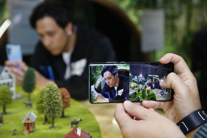 P30 及 P30 Pro 均擁有雙鏡影片拍攝功能,對於喜愛拍攝的用戶來說,P30 系列絕對是最佳之選。