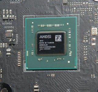 目測所得,AMD X570 晶片組比 Intel Z390 晶片組大。
