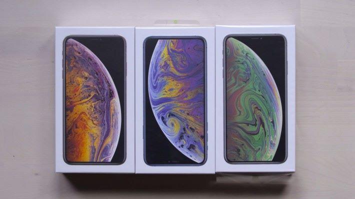 山寨 iPhone 11 的包裝盒,與現在的 iPhone Xs 差不多