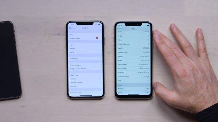 山寨 iPhone 11 (右)的「關於本機」裡顯示為 iOS 12 ,不過資料的分組方式與真正的 iOS 12 其實是有所不同的。