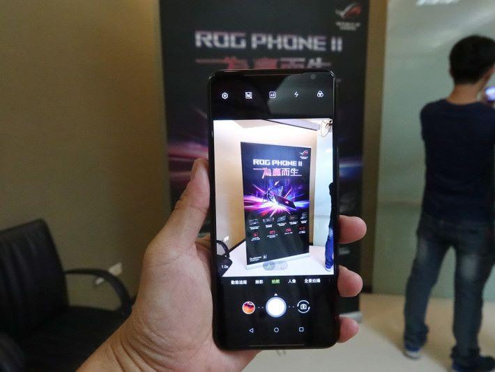 拍攝介面跟 ZenFone 6 一樣,但就沒有夜景及專業功能。