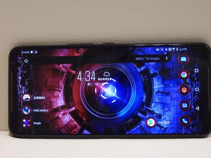 運行 Android 9 操作系統,並有自家 ROG UI。