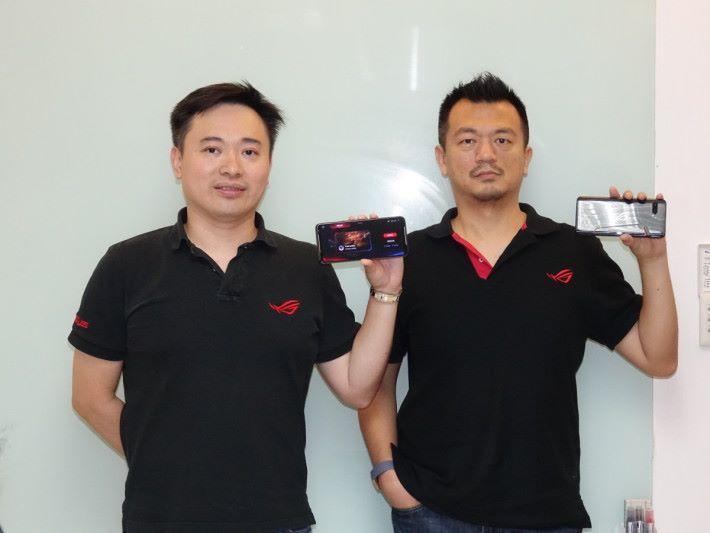 台灣 ASUS ROG Phone 產品部總經理 Shawn (左) 及資深經理 Brian 於訪問中,提及到設計 ROG Phone II 其中一個難度就是前後鏡頭在同一位置,另外就是要令手機機身的重量得以平衡,都增加了設計上的難度。
