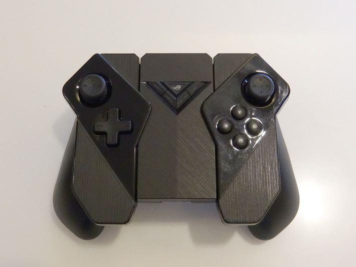 ROG Kunai Gamepad 另一個手掣模式,跟一般遊戲機手掣差不多。