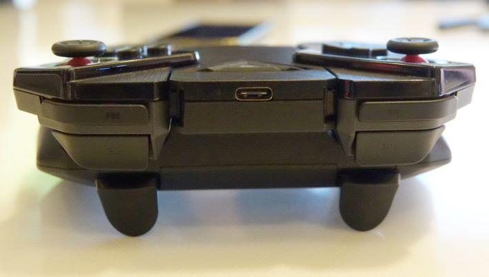 手掣頂也有 USB-C 可作充電或連接電腦。