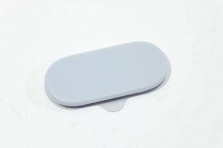 磁吸面板也備有可多次黏貼膠,只是不像轉向底座般可調校角度,但便攜性亦大大提高。