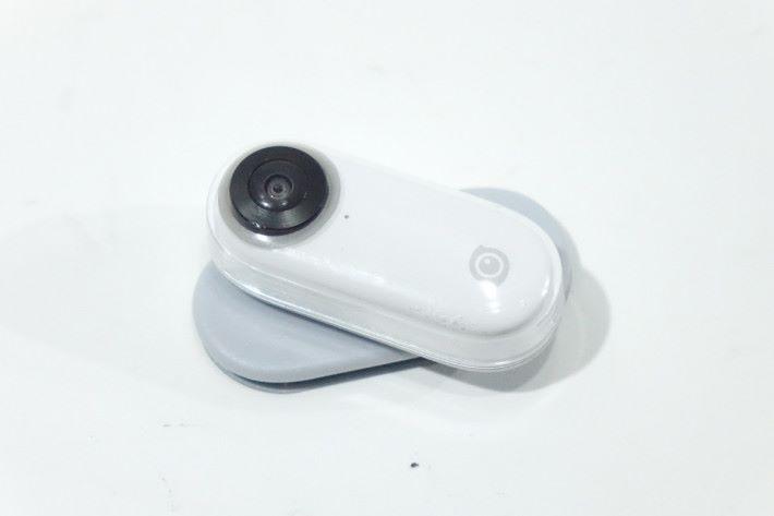 只要是垂直的平面物件便可用到這塊磁吸面板,不過擺放時記得注意拍攝角度。