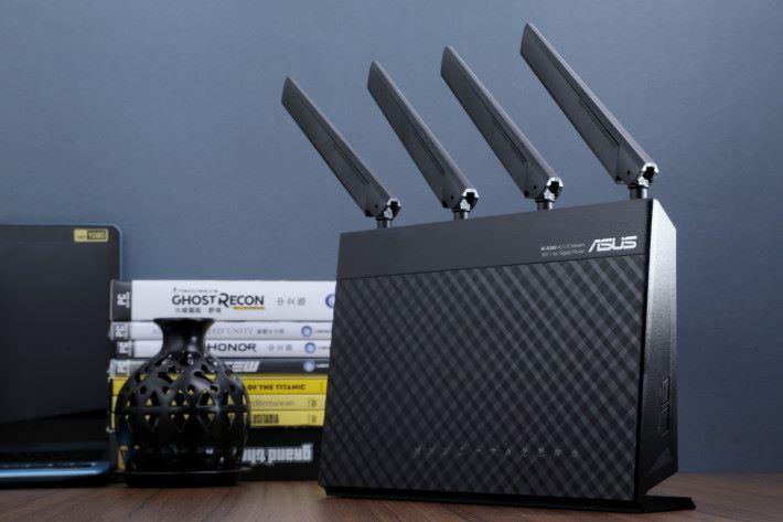 住村屋的朋友,可以考慮轉用支援 LTE 網絡的路由器;多個品牌包括 ASUS 、 Netgear 、 TP-Link 及 HUAWEI 都有推出 4G 路由器。
