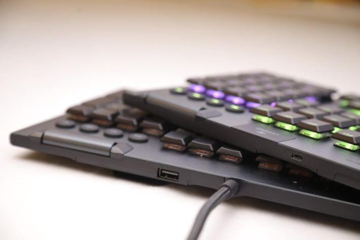 從鍵盤背後就可以簡單分出兩款型號。