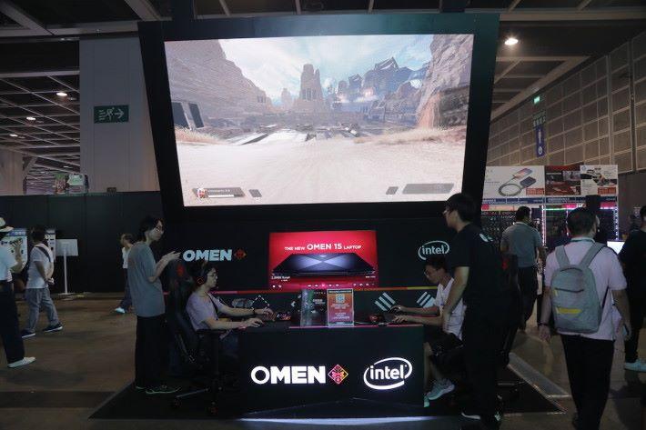 HP 於電競區放出最新 OMEN 15 筆電供現場人士試玩。