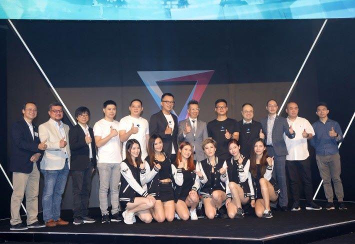 《超級聯賽》由多名電競界名人揭開序幕。