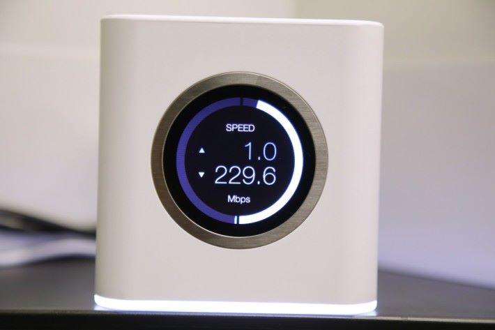 啟動 WAN 寬頻時,就會顯示實測速度。不過拍攝時, WAN 埠接駁的上一層 Switch 可能出了點狀況。