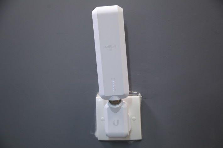 MeshPoint 最好插牆身電掣。
