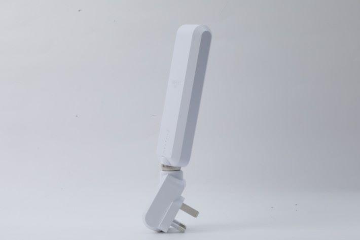 MeshPoint 上半部分是天線,底部為插頭。