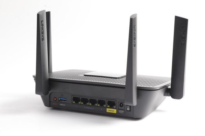 相比其他 Router,MR8300 較為厚身,但長度及闊度所佔面積不大,比旗艦電競 Router 省空間。