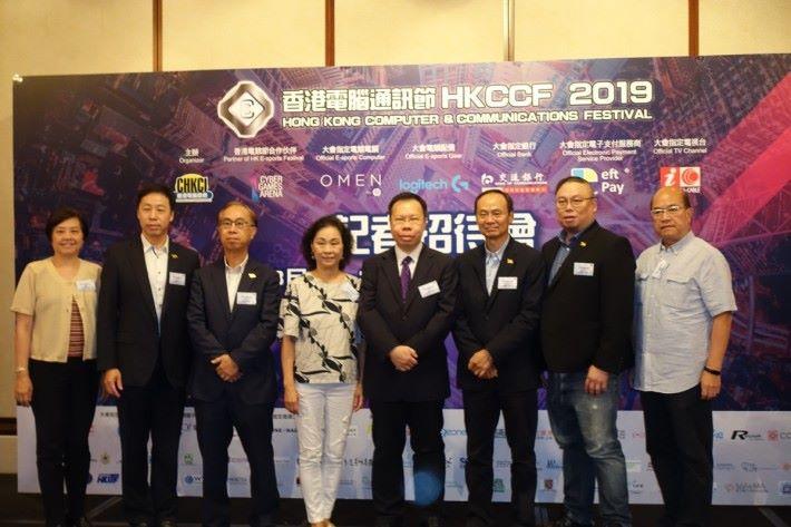 香港電腦商會於今日舉行記者招待會,宣傳產品優惠活動,以及講解今年安排。